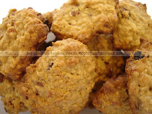 Cookies de aveia, banana, passas e coco