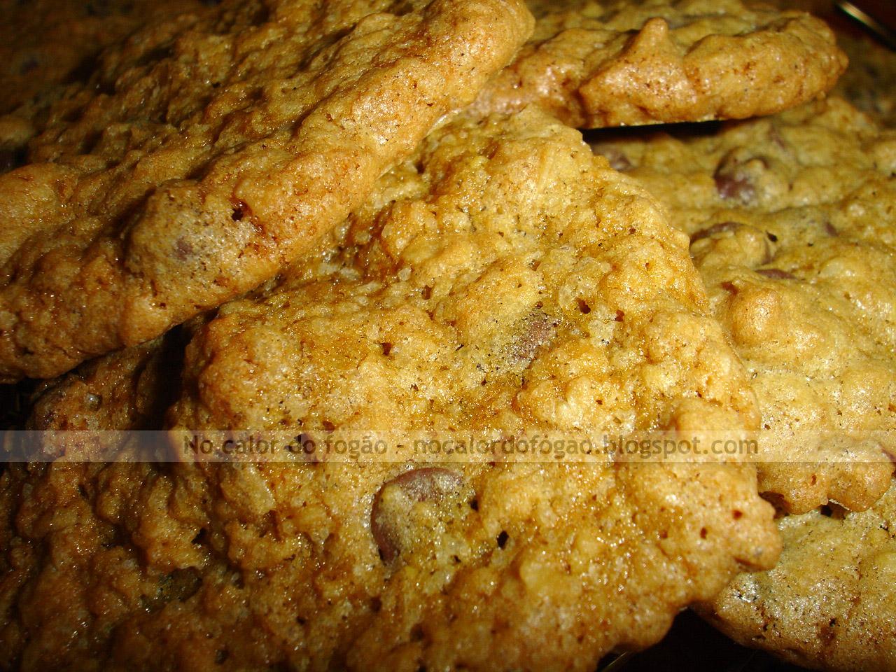 Cookies de aveia, gotas de chocolate e macadâmia
