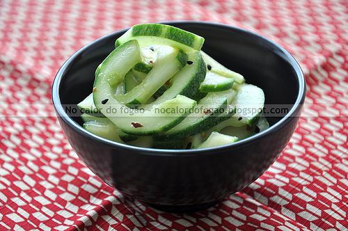 Salada de pepinos com missô