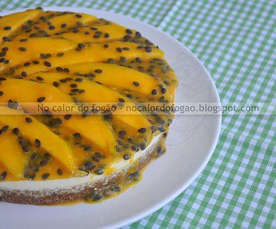 Torta de iogurte e frutas com crosta de granola