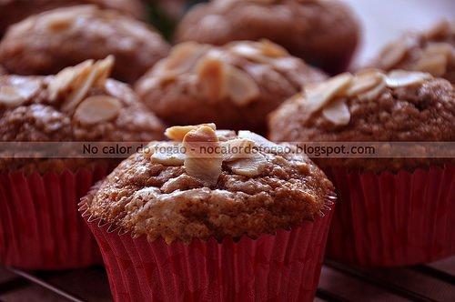 Muffins de banana (com casca) e amêndoas