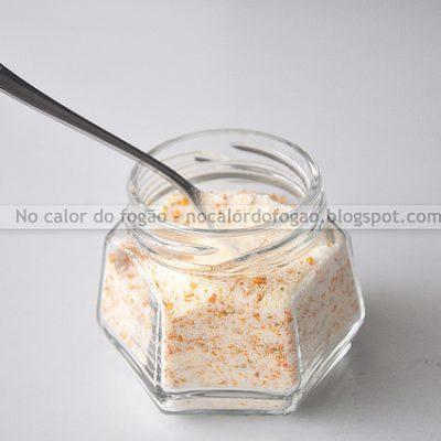Açúcar aromatizado com cascas de laranja