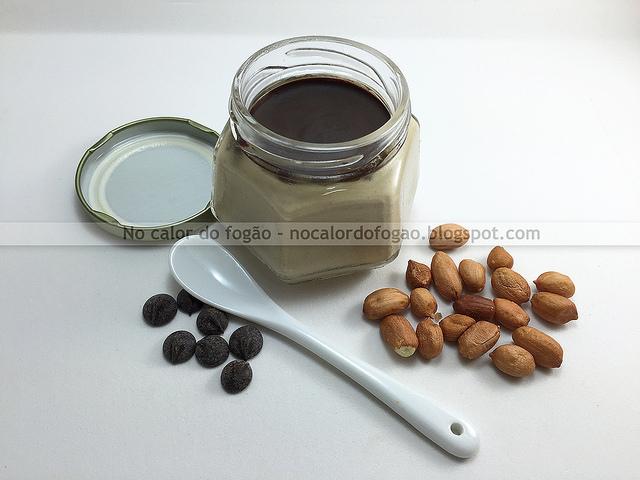Creme gelado de amendoim com cobertura de chocolate