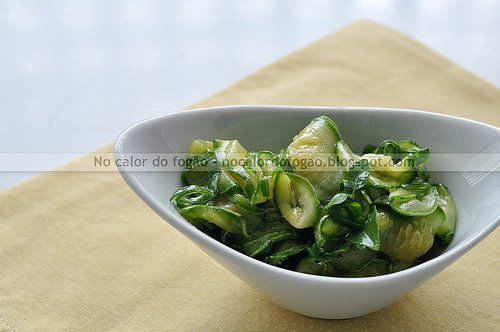 Salada de abobrinha crua da Bela Gil