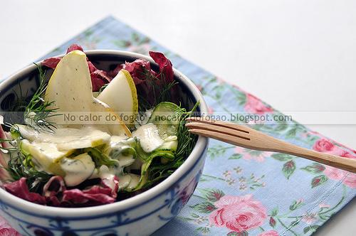 Salada de abobrinha, pera e erva-doce