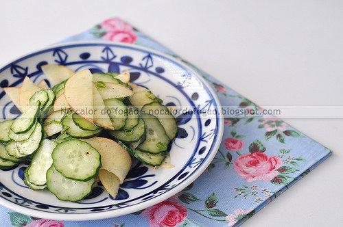 Salada azedinha de pepino e maçã