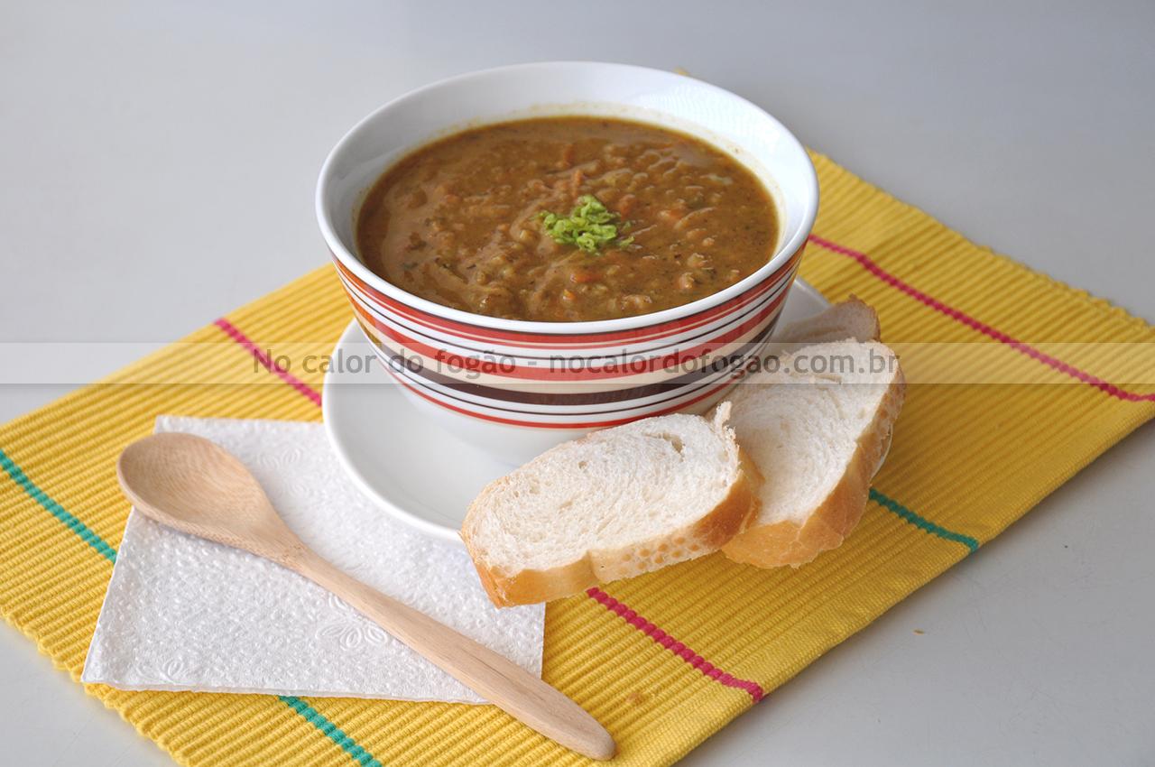 Sopa de favas com legumes e carne
