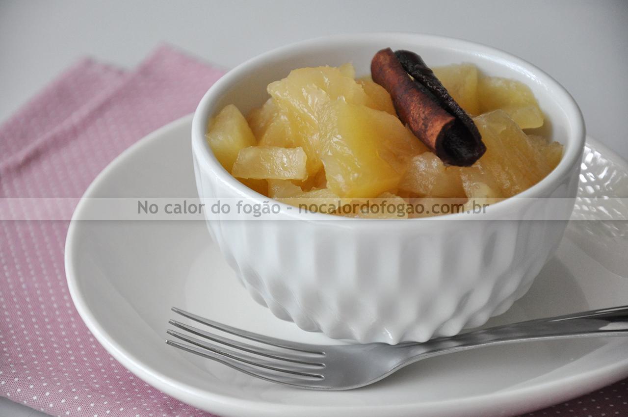 Abacaxi em calda caseiro