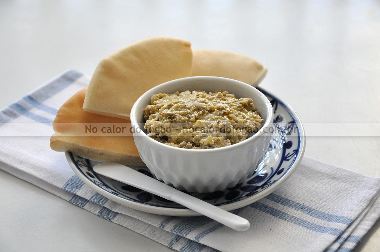 Pastinha de jiló e tahine (tipo babaganouch)