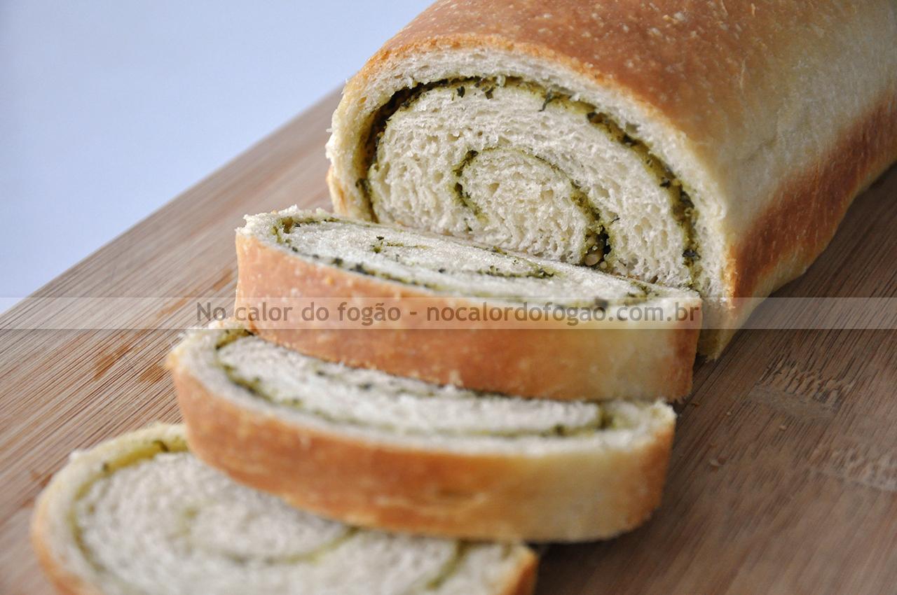 Pão enrolado de pesto
