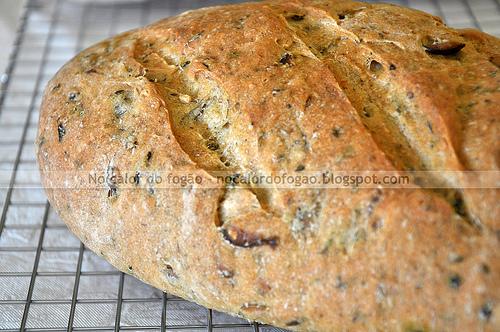 Pão de pesto e azeitonas