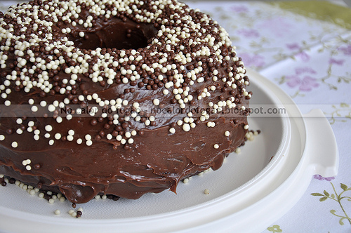 Bolo de chocolate com cobertura de brigadeiro de Ovomaltine