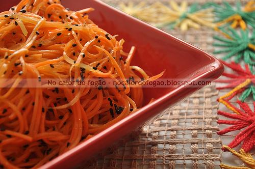 Salada de cenoura com sementes de nigela