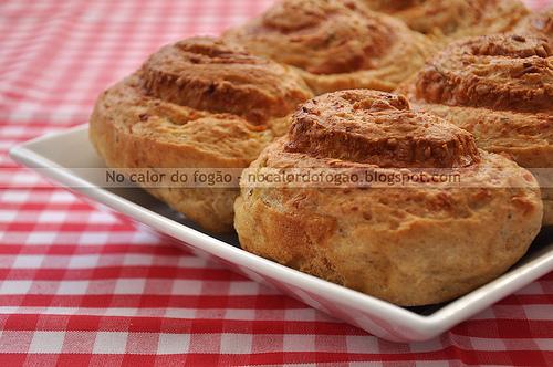 Pãezinhos de cebola e queijo da Pat