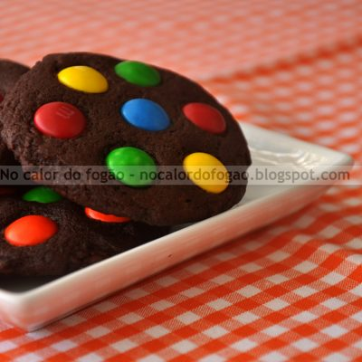Cookies de chocolate e M&Ms