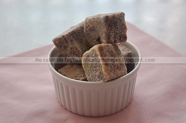 Palha italiana branca com biscoitos de chocolate