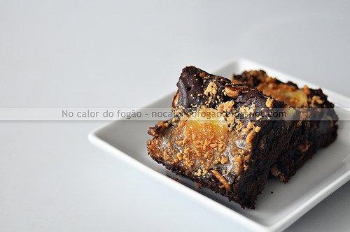 Brownies de chocolate, banana e amendoim