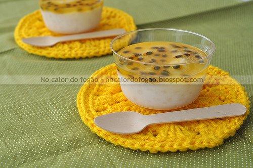 Creme de tapioca e coco com calda de maracujá