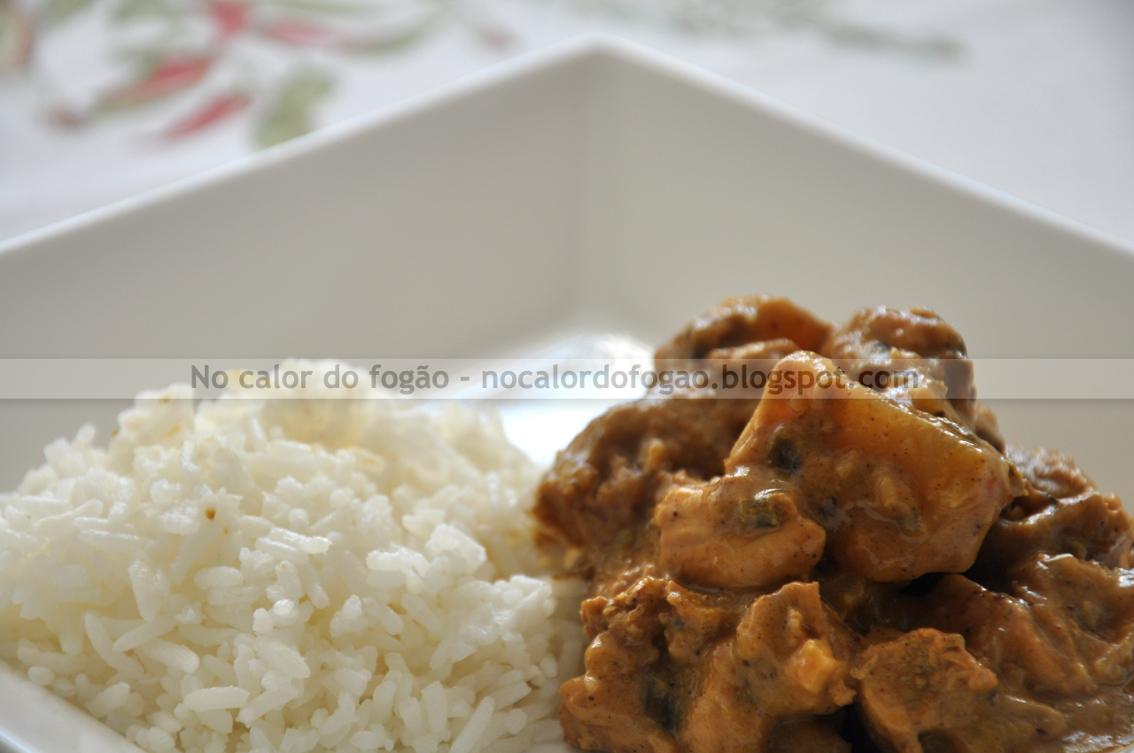 Curry de frango com maçãs e batatas