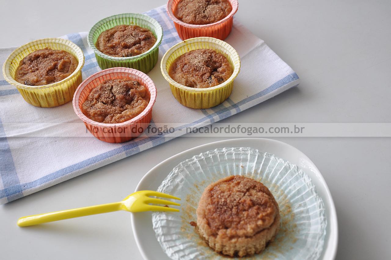 Bolinhos de pera com passas e farinha de rosca